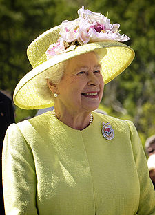 225px-Elizabeth_II_greets_NASA_GSFC_employees,_May_8,_2007_edit.jpg